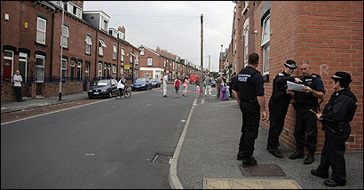 Police officers seeking evidence in the London bombings searched a street in Leeds yesterday. The city is home to many Pakistani and other Muslim immigrants.
