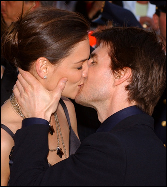 tom cruise and katie holmes kissing. Tom Cruise and Katie Holmes