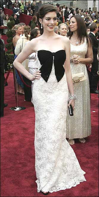 Anne Hathaway, co-star in the film 'The Devil Wears Prada,' arrives for the 79th Academy Awards Sunday, Feb. 25, 2007, in Los Angeles. Hathaway will be a presenter during the Oscars telecast.