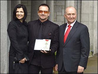 Bono, Hewson, and Ambassador Reddaway pose with Bono's honorary knighthood