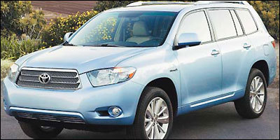 Toyota's Highlander Hybrid SUV has a bigger engine than the nonhybrid version, costing it some fuel efficiency.