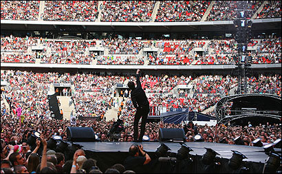 Tom Chaplin of the British rock group Keane performed at the Live Earth concert yesterday at Wembley Stadium in London, one of a series of concerts in nine cities across the world, including East Rutherford, N.J., and Washington, D.C., intended to raise awareness about global warming and other environmental issues.