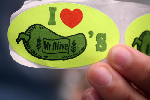 "What does this pickle have that ""I love""? The possessive apostrophe looks like it goes with the pickle, when it belongs to the ""Olive."""
