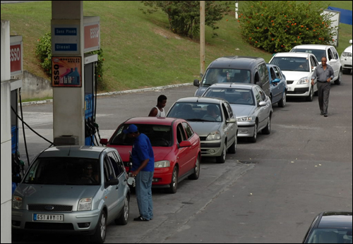 Cars lined up for gas at a station in Guadalupe.