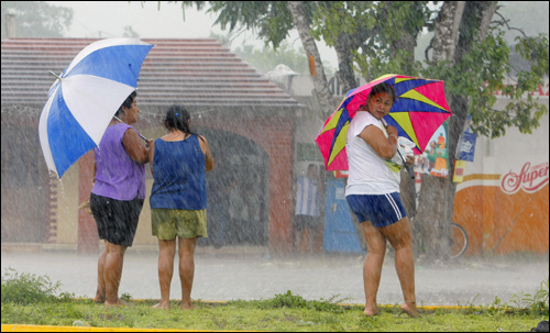 Residents of Balacar, about 25 miles from the city of Chetumal, Mexico, protected themselves from the rain yesterday before the arrival of Hurricane Dean.