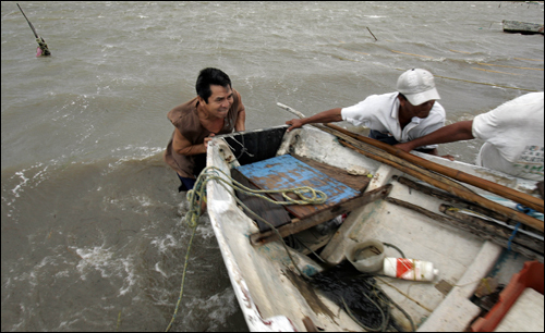 Fishermen worked to remove a boat from the waters off Campeche, Mexico, today.