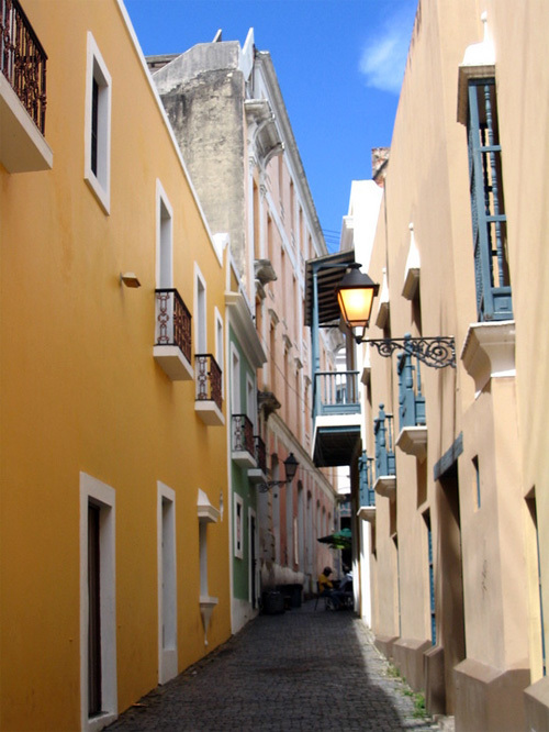 narrow streets, pretty colors. Old San Juan, you're like the cool older brother i never had - thanks for the memories.