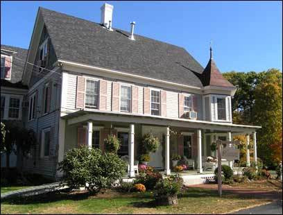 Rosewood Country Inn dates to 1896. Its 12 acres near Mount Sunapee and Pats Peak, with a stream, pond, waterfall, and gazebo, are popular for weddings.