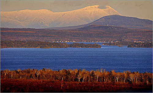 A proposed development plan on the shores of scenic Moosehead Lake in northern Maine would turn 20,000 acres of wilderness into a massive, upscale resort destination, with 975 new vacation homes and more than 1,000 hotel rooms, resort homes, and condominiums.