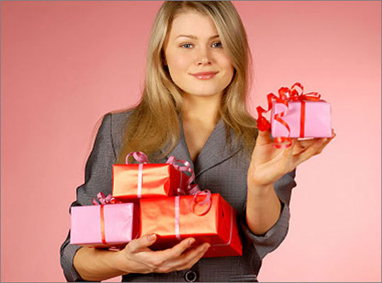 Give a group gift to the boss Individual gifts to a superior can quickly turn into a competition in which employees try to outdo each other with the best 'boss gift,' Peter Post says. Instead, get together with your colleagues and purchase a joint gift. That way, you'll also avoid any appearance of trying to curry favor.
