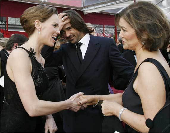 Actor Colin Farrell (C) introduces his mother Rita Farrell (R) to actress Hilary Swank at the 80th annual Academy Awards, the Oscars, in Hollywood, February 24, 2008.