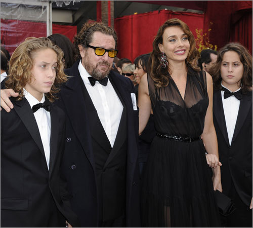 Julian Schnabel, an Oscar nominee for best director for his work on 'The Diving Bell and the Butterfly,' poses with his family including, Olatz Lopez Garmendia.
