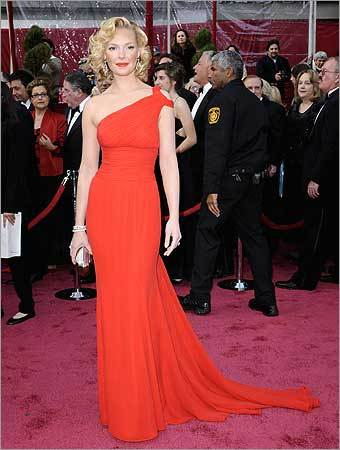 Katherine Heigl arrives for the 80th Academy Awards Sunday, Feb. 24, 2008, in Los Angeles.