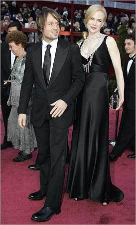 Actress Nicole Kidman (R) and musician husband Keith Urban (L) arrive for the 80th Annual Academy Awards at the Kodak Theater in Hollywood, California on February 24, 2008.