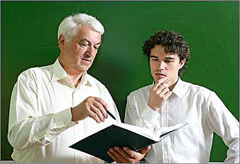 Baby Boomers Ways to mentor other generations and pass the torch At this stage of their careers, boomers seek meaning and balance. They want ways to give back and share their experiences. They have worked hard in their roles, accomplished success, and desire a way to share their knowledge with others.