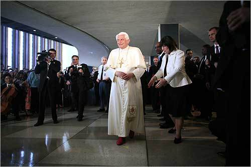 During his visit to the UN, the pope paid a glowing tribute to the organization's staff, particularly those who have sacrificed their lives in the line of duty.