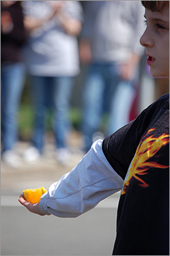 Maina Tran captured this image in Ashland of a young volunteer handing out oranges to the runners.