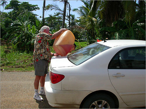 Drew stopped for an emergency fill-up in Cacique on her way to the province of Darien.