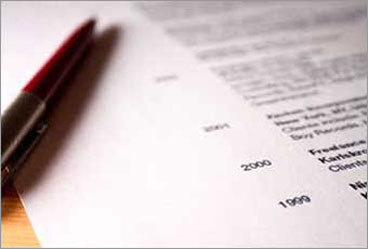 5. Incoherent structure A well-written resume weaves a succinct story that communicates mastery of relevant skills, industry-specific knowledge, and the ability to handle all people and situations. Make sure your resume is coherent and logical. A disjointed work history that lacks progression in job role or responsibility, or one that exhibits a lack of emotional stability or adaptability, will unravel your chances of capturing an employer's interest. When designing your resume, keep the most important information at the top. Think like a busy hiring manager.