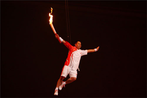 Ning's hand was the last to hold the torch as he flew into the air and struck Superman-like poses.