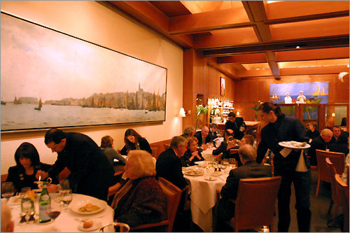 Le Bernardin, a four-star restaurant in Midtown Manhattan, is busier and brighter than Aquavit, and the crowd seems to be a well-groomed mix of tourists, business long lunchers, and elderly Upper East Siders.