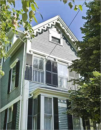 When Warren Little and his wife, Jean, moved into Robert Frost's former residence on Brewster Street in Cambridge in 1994, it was virtually unchanged from the poet's 22-year stay. Little found a suitcase with Frost's formalwear on the third floor, a thank you letter from a Midwestern college behind bookshelves removed from Frost's study, and keys to classrooms at the Bread Loaf Writers' Conference at Middlebury College, where Frost taught.