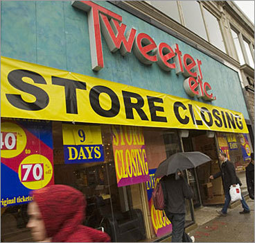 Tweeter Number of announced Mass. job cuts: 150 On Dec. 2, the owners of bankrupt electronics chain Tweeter abruptly shuttered its stores and fired more than 600 employees across the country, including about 150 in Massachusetts, days before the company was set to close for good, the Globe reports.