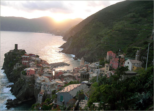 A part of the Italian Riviera, the Cinque Terre towns include Vernazza, a former fishing village now busy with tourists. The tower of its castle overlooks the sea.