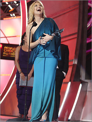 Actress Kate Hudson won the award for favorite leading lady during the 35th Annual People's Choice Awards held at the Shrine Auditorium on January 7, 2009 in Los Angeles