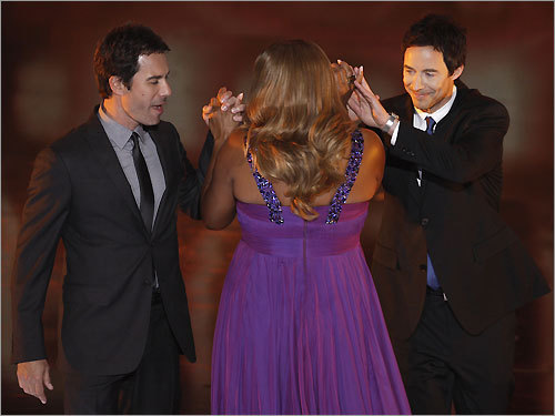 Eric McCormack (left), Queen Latifah (center), and Thomas Cavanagh at the 35th Annual People's Choice Awards in Los Angeles on Jan. 7, 2009.