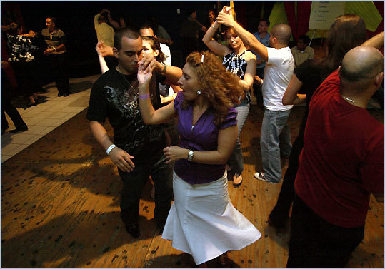 At Rene Gueits's Salsa Lovers studio in Miami's Olympia Heights, beginners practice the rueda de casino style.