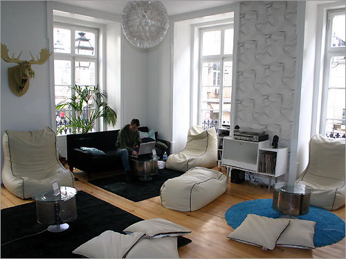 The Lisbon Lounge hostel in Baixa is surrounded by monuments, cafes, and esplanades.