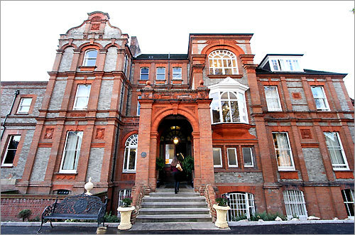 Palmers Lodge is housed in a 19th-century Victorian building a couple of subway stops from downtown London.