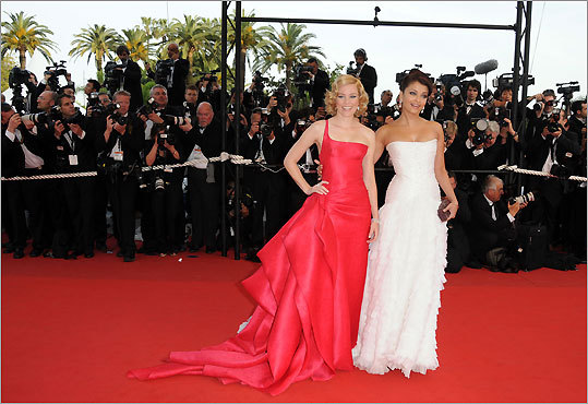 Elizabeth Banks and Aishwarya Rai Bachchan