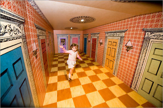 Bright colors, shape-changing mirrors, and optical illusions draw kids ...