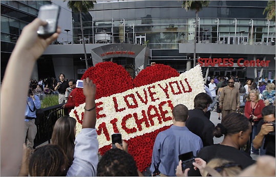 Michael Jackson, who died suddenly on June 25 after suffering cardiac arrest, is being honored at a memorial service today at the Staples Center in Los Angeles. Participants include Stevie Wonder, Mariah Carey, Usher, Lionel Richie, Kobe Bryant, Jennifer Hudson, John Mayer and Martin Luther King III. ( Read more from the AP .) Pictured: Fans gathered outside the Staples Center before the service.