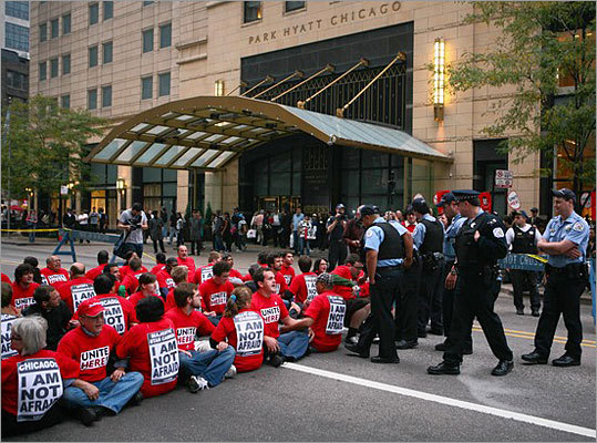 According to the Chicago Tribune, about 200 union and hospitality workers were arrested after protesting in front of the Park Hyatt Chicago on Thursday, Sept. 24. The workers were demonstrating their support for the 98 housekeepers who were fired from Boston-area Hyatt hotels.