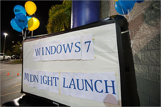 Windows 7, the new operating system from Microsoft, hit the shelves on October 22, 2009. The day was marked by launch events around the United States and the world, as shoppers looked to be one of the first to get their hands on the new version. Here are scenes from Windows 7 launch events around the world.