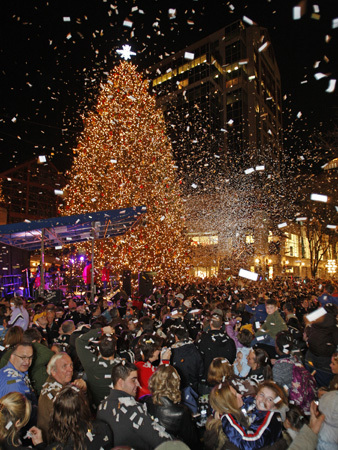 Nov. 21 in Boston Red Sox commentator Jerry Remy had the honors to light the tallest holiday tree in New England during the 25th Annual Tree Lighting Ceremony at Faneuil Hall Marketplace. Learn more Make a donation