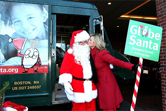 Dec. 17 in Boston Award-winning WBZ news anchor Paula Ebben stole a kiss while helping raise money for Globe Santa. Learn more Make a donation
