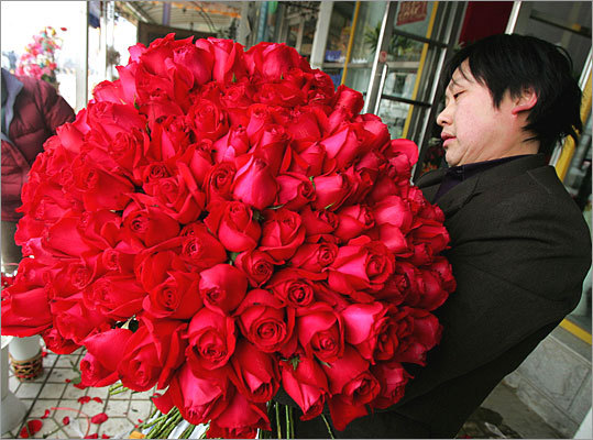 Flower shops are big destinations for gift seekers on Valentine's Day. With 300 varieties of cut roses on the market, shopping for the symbolic blossom can be confusing. Here are a few tips for getting through the process.