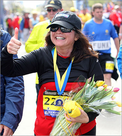 Bertinelli flashed a thumbs up after finishing the marathon and receiving flowers.