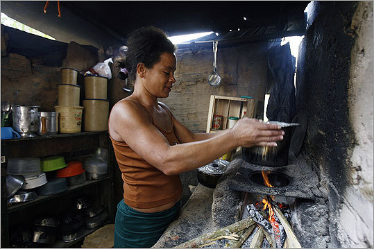 Maria Nilza, 36, a mother of four in Brazil, prepared a meal using ingredients bought with her 'Bolsa Familia' social plan card. 'Bolsa Familia' was created by Brazilian President Luiz Inacio Lula da Silva to help poor people with a monthly pension ranging from 50 to 95 Brazilian reales (23 to 40 US dollars).