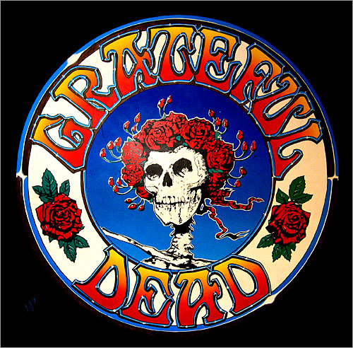 Partner with entrepreneurs While many bands at the time clamped down on the sale of 'bootleg' merchandise, The Grateful Dead allowed independent entrepreneurs to use their widely recognized logos on merchandise in exchange for a licensing fee. They showed that working with entrepreneurs can benefit both sides - by making both money and increasing brand recognition.