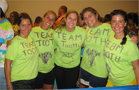 'Team Tooth,' with the bride-to-be in the center, consisted of the bride's four best friends, two from home and two from college, to participate in the run with her.