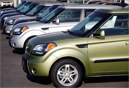 Kia recalls Soul, Sorento models due to faulty wiring Recalled: Sept. 2, 2010, 2010 Kia Motors recalled about 35,000 cars in the US because wiring in the interior lighting panels could cause an electrical short and lead to fires. The recall affects about 24,000 2010 Kia Soul compact wagons and more than 11,000 2011 Kia Sorento sedans. Kia says wiring in the front door speakers of the Soul and interior door accent lighting in the Sorento may have been 'improperly soldered.'