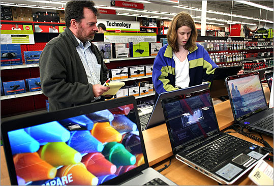 Laptops over $300 Staples has a $399.98 HP laptop with an AMD II Dual-Core processor, 4GB RAM, and a 500GB hard drive, as well as a $499.98 HP laptop with an Intel Core i3-370 processor, 4GB RAM, and a 500GB hard drive. The prices on both of those laptops are after a $50 rebate. Office Max has an HP latop with an Intel Pentium T4500 Dual-Core processor, 3GB RAM, and a 250GB hard drive for $369.99 , as well as a Toshiba Satellite laptop with an AMD Athlon Dual-Core processor, 4GB RAM, and a 500GB hard drive for $429.99 .