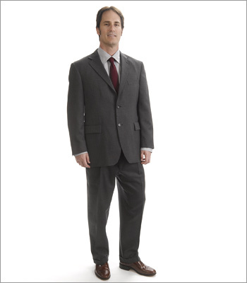 Men What to wear Male candidates can't go wrong with a traditional suit in a neutral color that fits well. When paired with a tie that isn't too loud, this look will work in most any work environment. Take note -- shoes should always be polished.