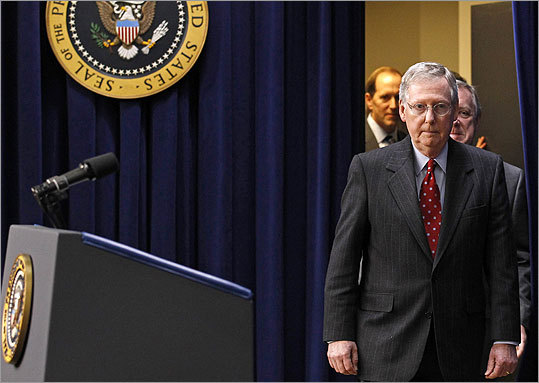 Senate Republican leader Mitch McConnell has said he and Democratic leader Harry Reid have agreed to a spending measure that will keep the government running through March.