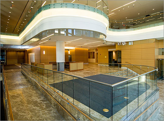 The design of the Yawkey Center for Cancer Care's lobby was greatly influenced by input from Dana-Farber's Patient and Family Advisory Councils. Patients asked for a softening of hard edges to make the space more comfortable and soothing, a request that resulted in the first floor information desk being redesigned to incorporate curves and the atrium with rounded features.
